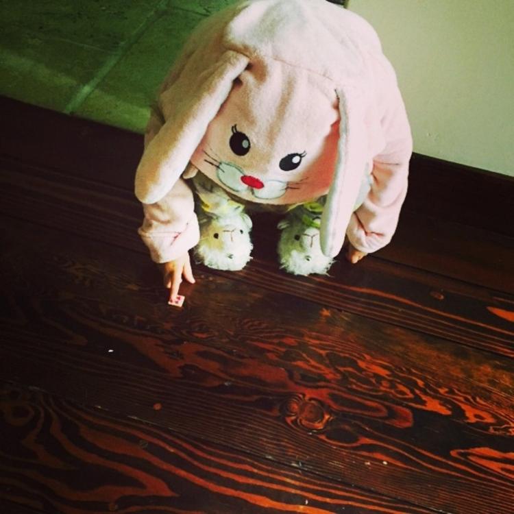 Дочка Джессики Альбы в костюме пасхального кролика