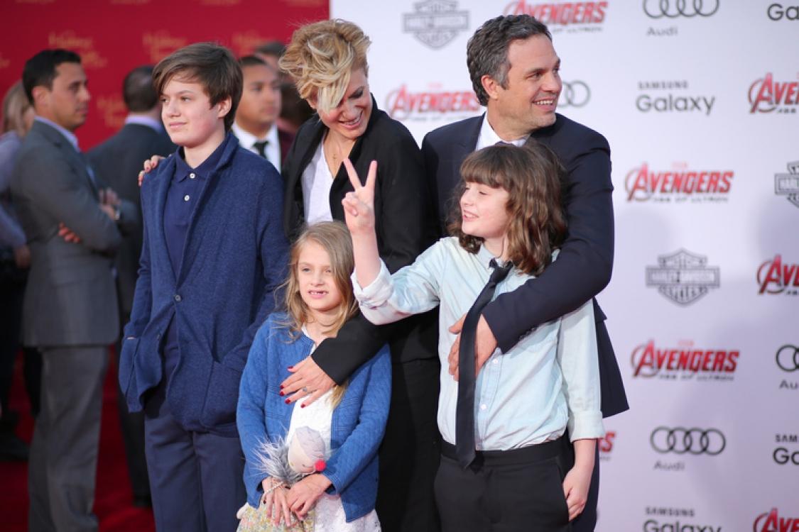 Марк Руфалло с супругой Санрайз Конни и детьми