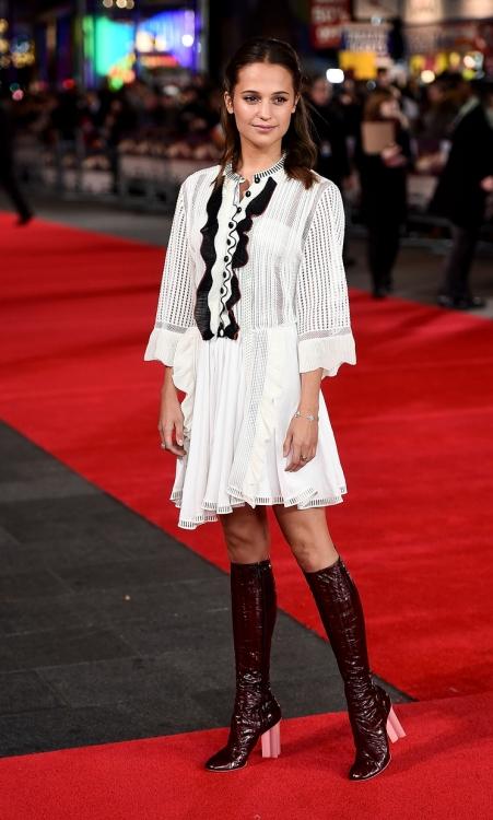 в платье Louis Vuitton
