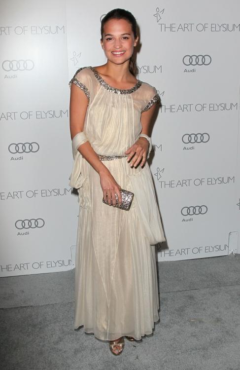 в платье Chanel