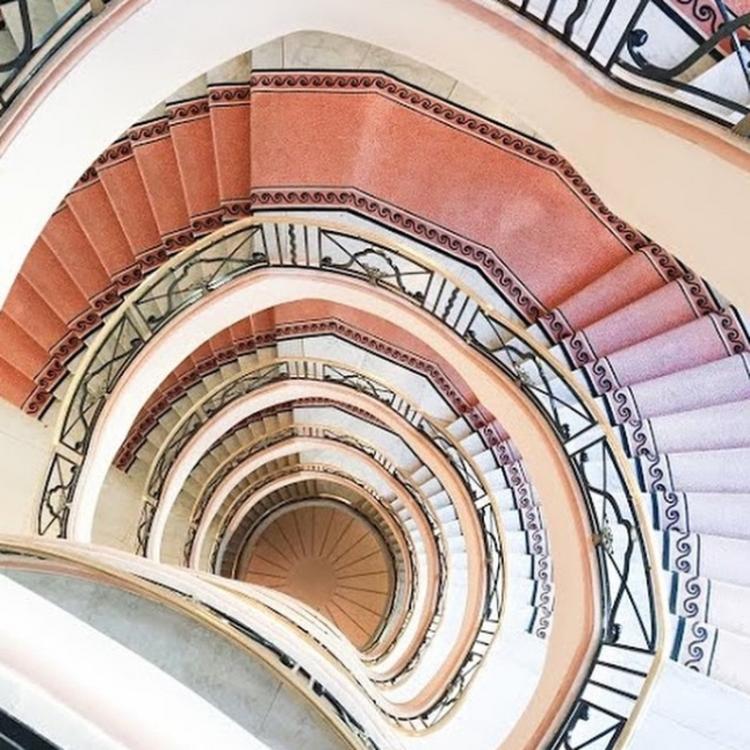 Лестница отеля, в котором разместился шоу-рум Elie Saab