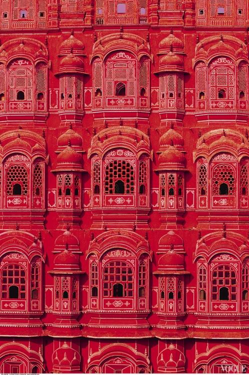 Городской дворец – самое главное здание в «Розовом городе»
