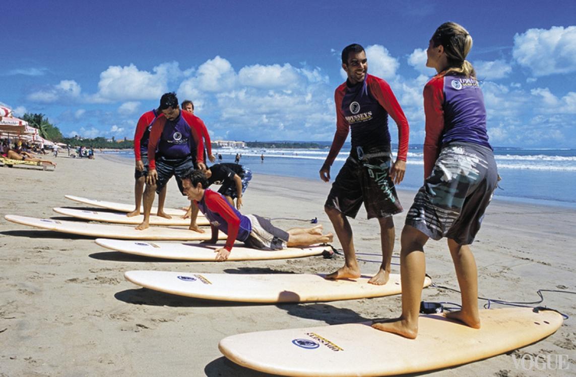 В некоторых серф-школах в обязательную программу внесен серф-трип – выезд на рифовый спот