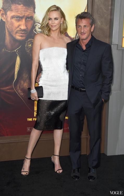 """Шарлиз Терон и Шон Пенн на премьере """"Безумный Макс"""", май 2015"""