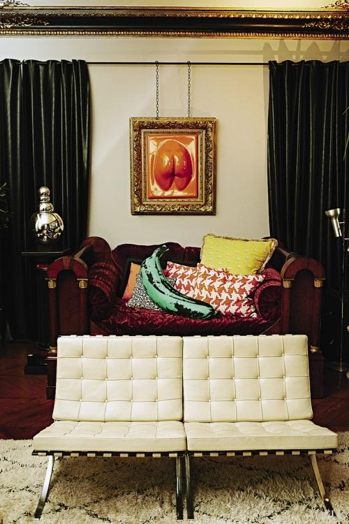 В шестикомнатной квартире площадью 250 кв. м мастерски смешаны эпохи и стили. Старинная живопись прекрасно сочетается с современной мебелью