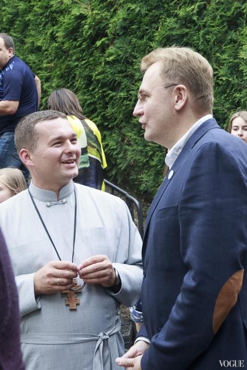 Андрей Садовый (справа)