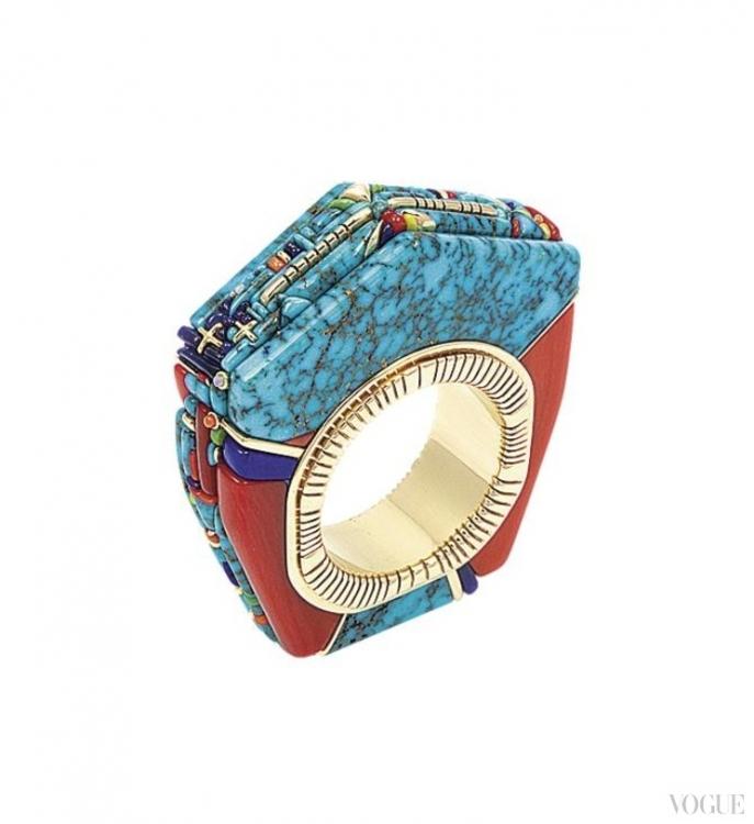 Кольцо из золота с бирюзой, кораллами, опалами, сугилитами, 2012, Раймонд Яззи. Выставка «Сверкающий мир: Украшения навахо в работах семьи Яззи»