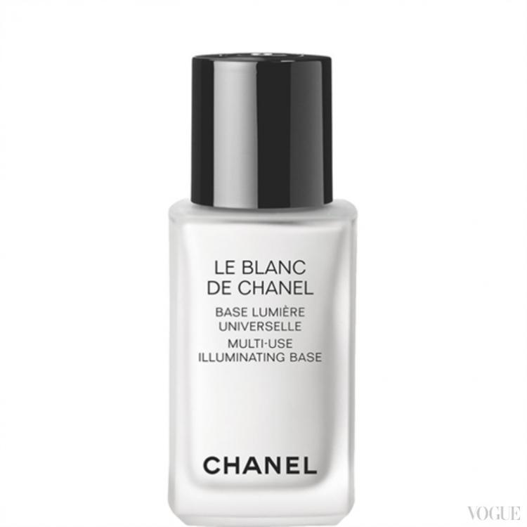 Многофункциональная база под макияж Chanel le Blanck de Chanel Multi-Use Illuminating Base служит не только основой под тональный крем, увлажняющим кремом, улучшающим цвет лица, но и корректором и хайлатером