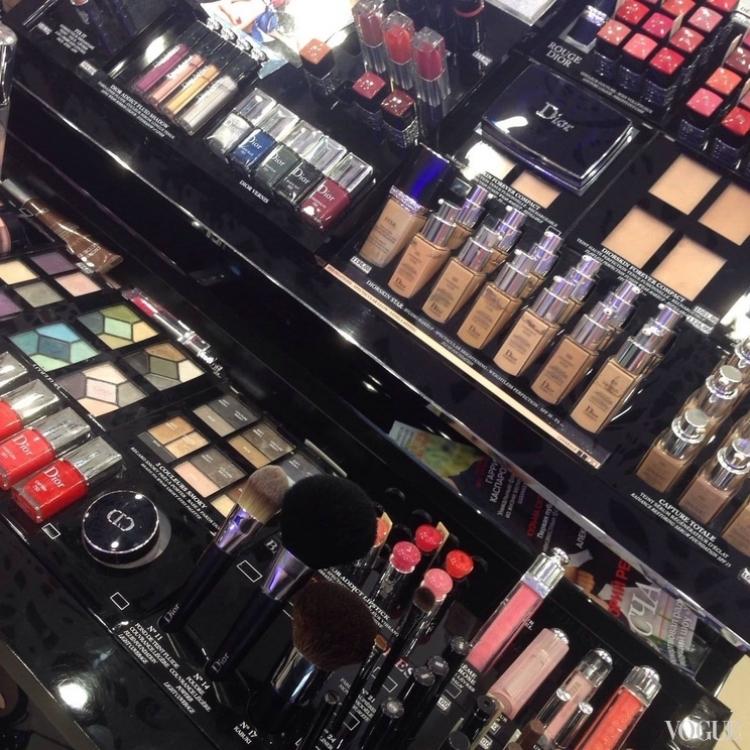 Стенд Dior в магазине Бомонд в Ocean Plaza (@alyonaponomarenko)