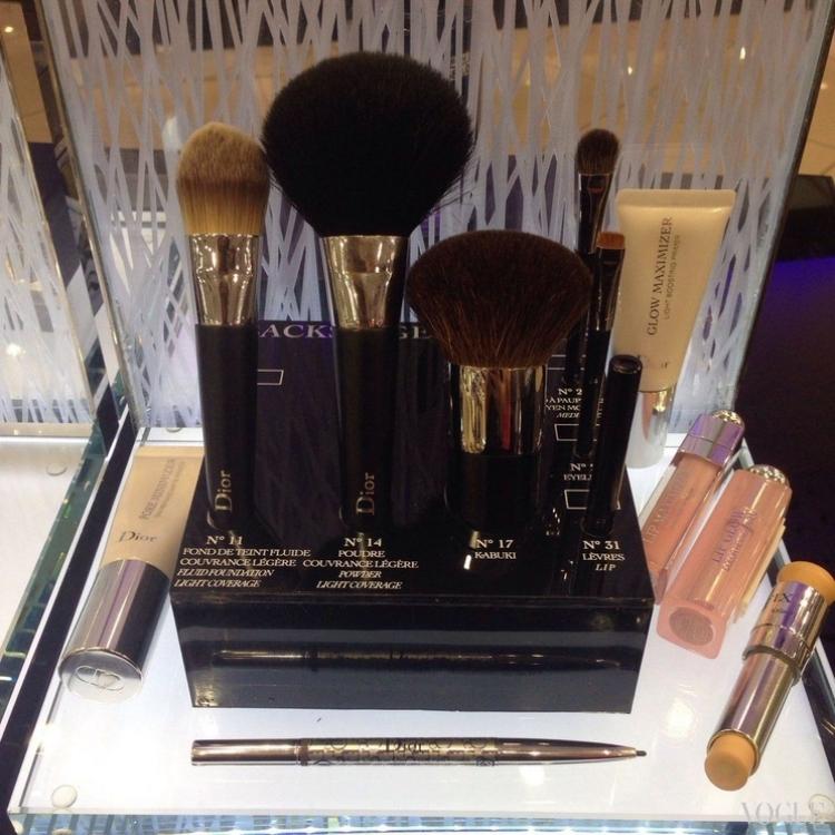 Средства из серии Dior Backstage Pro: кисти, праймеры, консилер, ручка для бровей