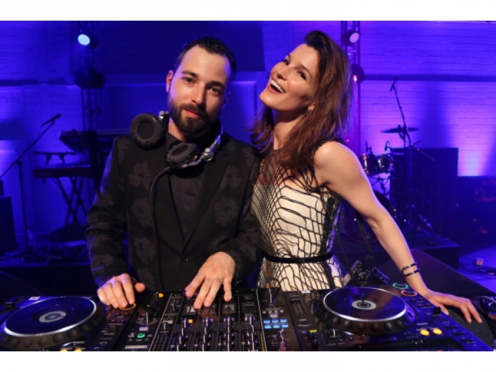 DJ Майк Нуво и Ханнели Мустапарта