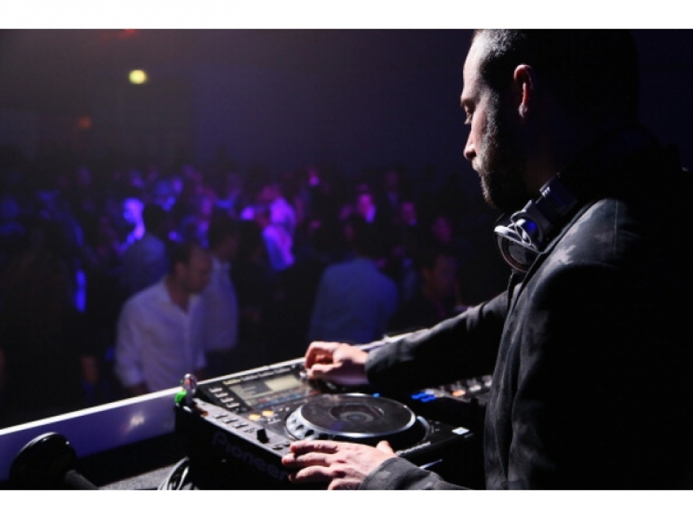 DJ Майк Нуво