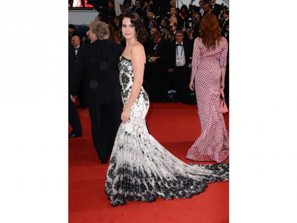 В платье Lena Hoschek
