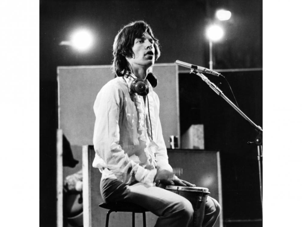 """30 июля 1968 года: Мик в лондонской студии записывает одноименный саундтрек к фильму """"Симпатия к дьяволу"""" (также известного как """"Один плюс один») французского режиссера Жан-Люка Годара"""