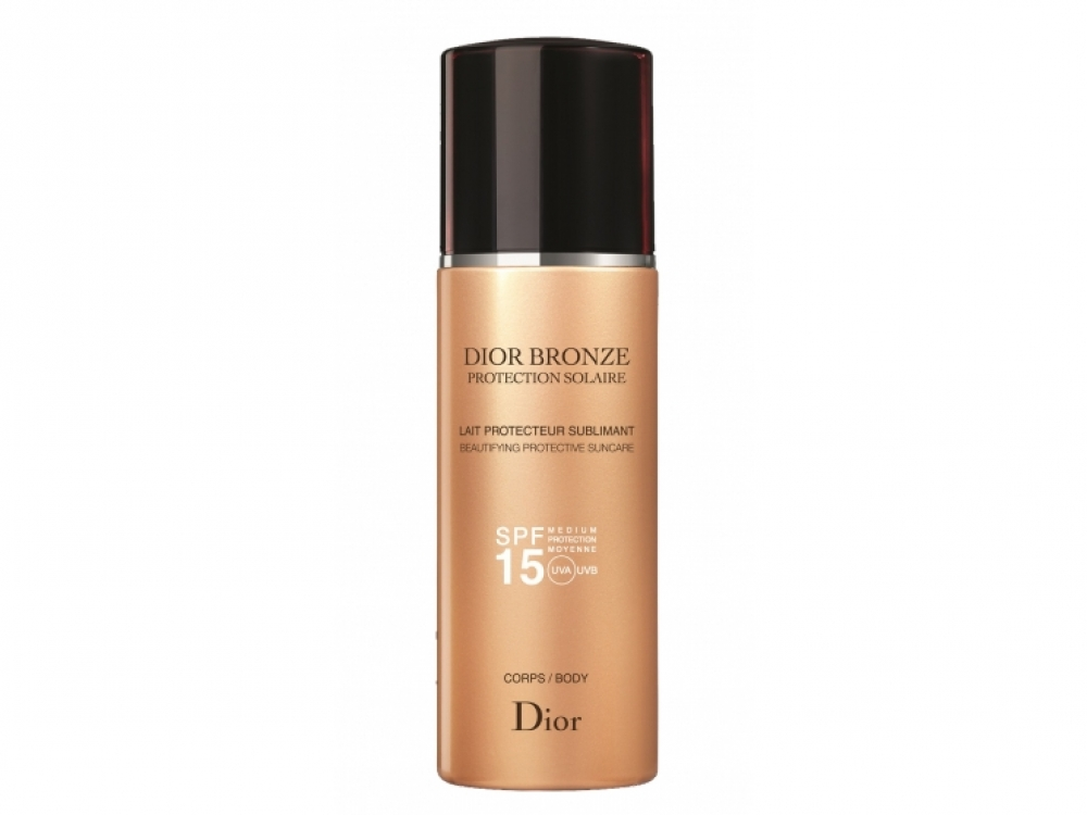 Молочко для тела Dior Bronze Lait Protecteur Sublimant Body SPF15, Dior. Молочко охлаждает кожу. Благодаря легкой текстуре равномерно распределяется и быстро впитывается