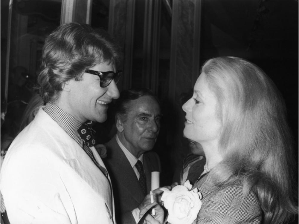 С Катрин Денев в 1979 году. Через 23 года именно с ней он выйдет последний раз поклониться перед публикой Yves Saint Laurent