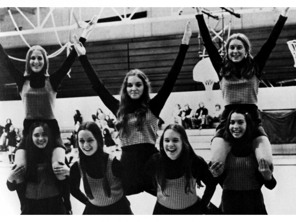 1972, Луиза Вероника Чикконе на выступлении чирлидеров в школе Рочестера