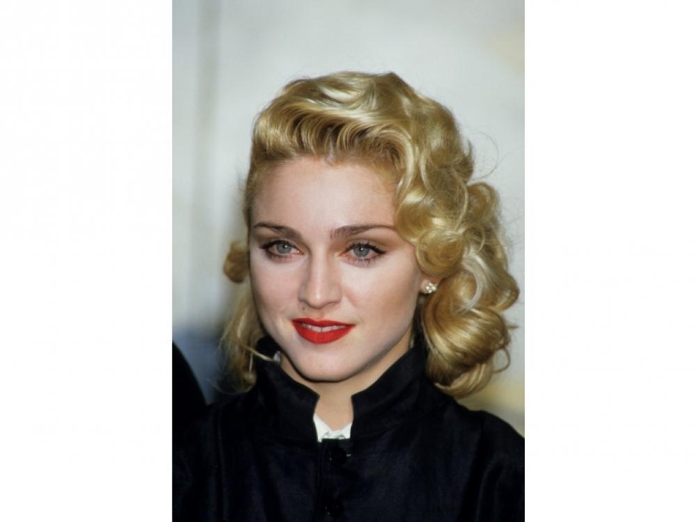 """1986, Мадонна во время пресс-конференции в Лондоне в честь премьеры фильма """"Шанхайский сюрприз"""""""