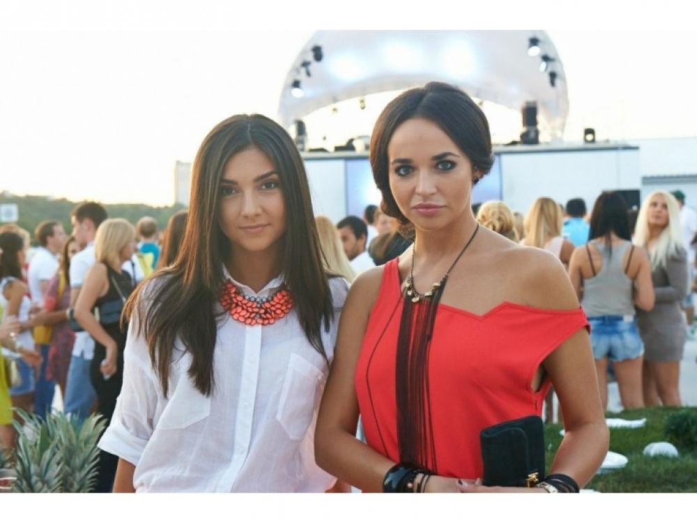 Маша Фокина (справа)
