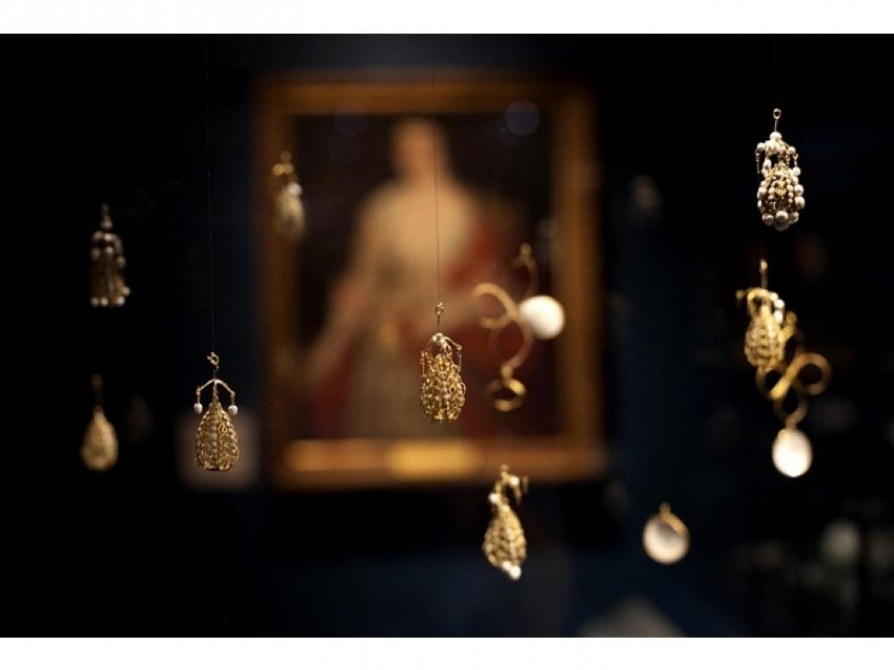 Подвески, золото и жемчуг