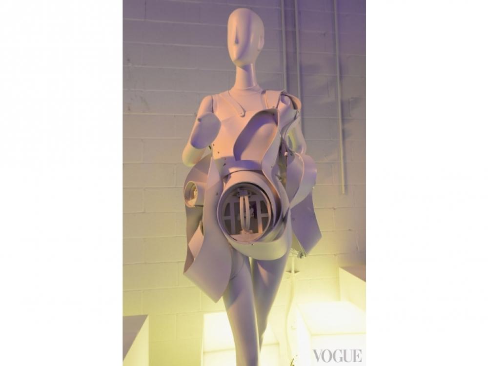 Платье-мыльница Anemone, созданное techHaus и Studio XO, пускает мыльные пузыри