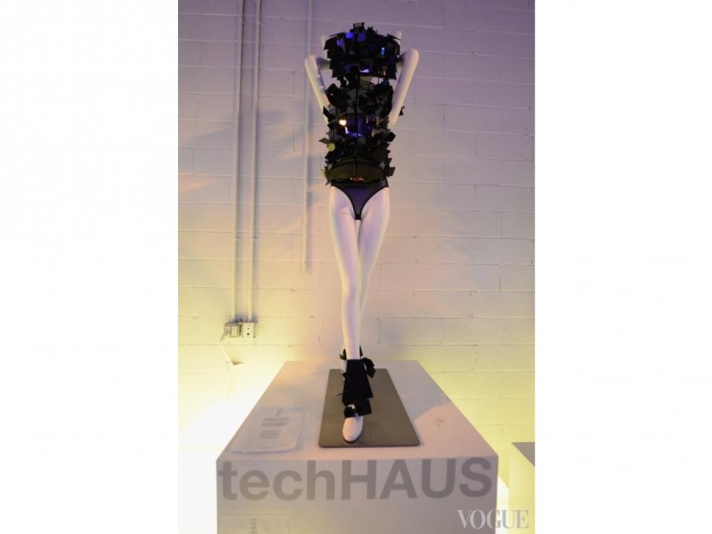 Платье дизайна techHaus и Studio XO