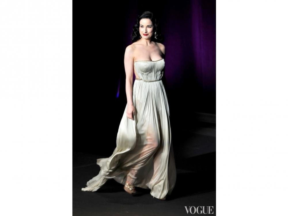 Дита фон Тиз в платье Maria Lucia Hohan