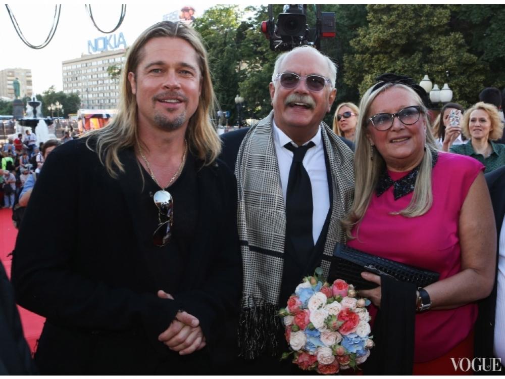 Брэд Питт с Никитой и Татьяной Михалковыми на Московском кинофестивале