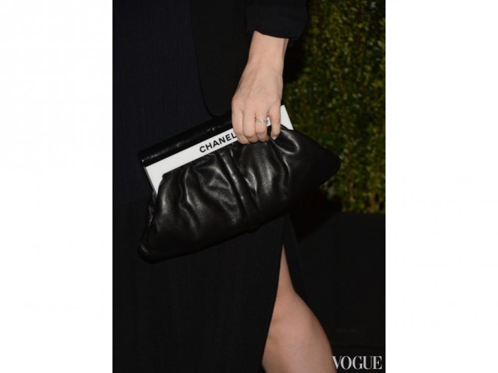 Дрю Бэрримор выбрала клатч Chanel
