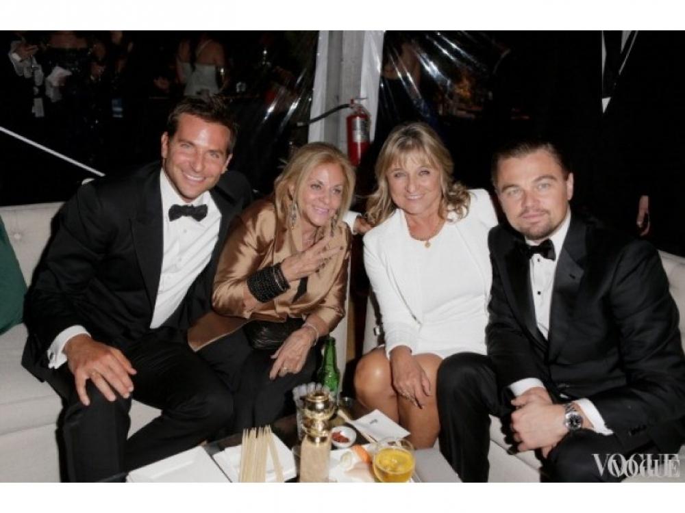 Брэдли Купера и Леонардо Ди Каприо на вечеринке сопровождали их мамы