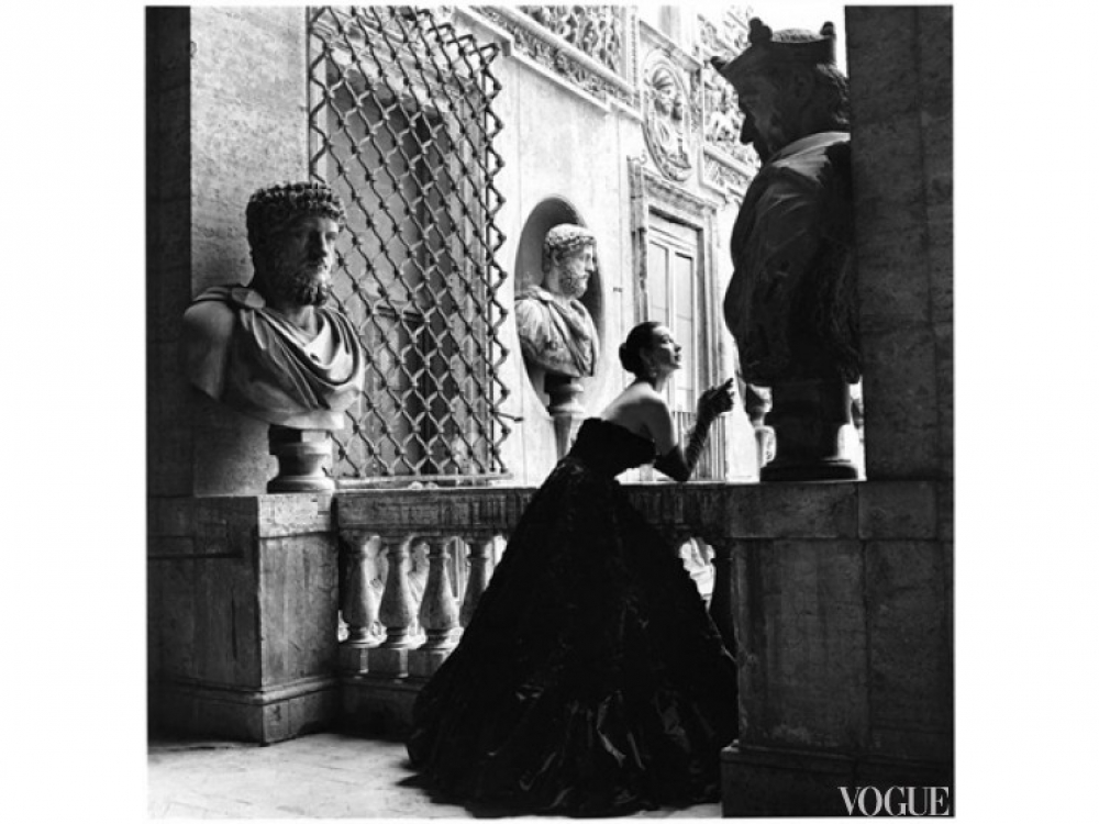 Модель в платье Simonetta