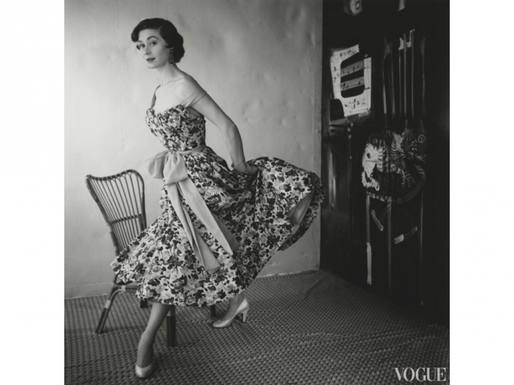 На модели: платье Schiaparelli, март, 1954 год / Фото: Henry Clarke