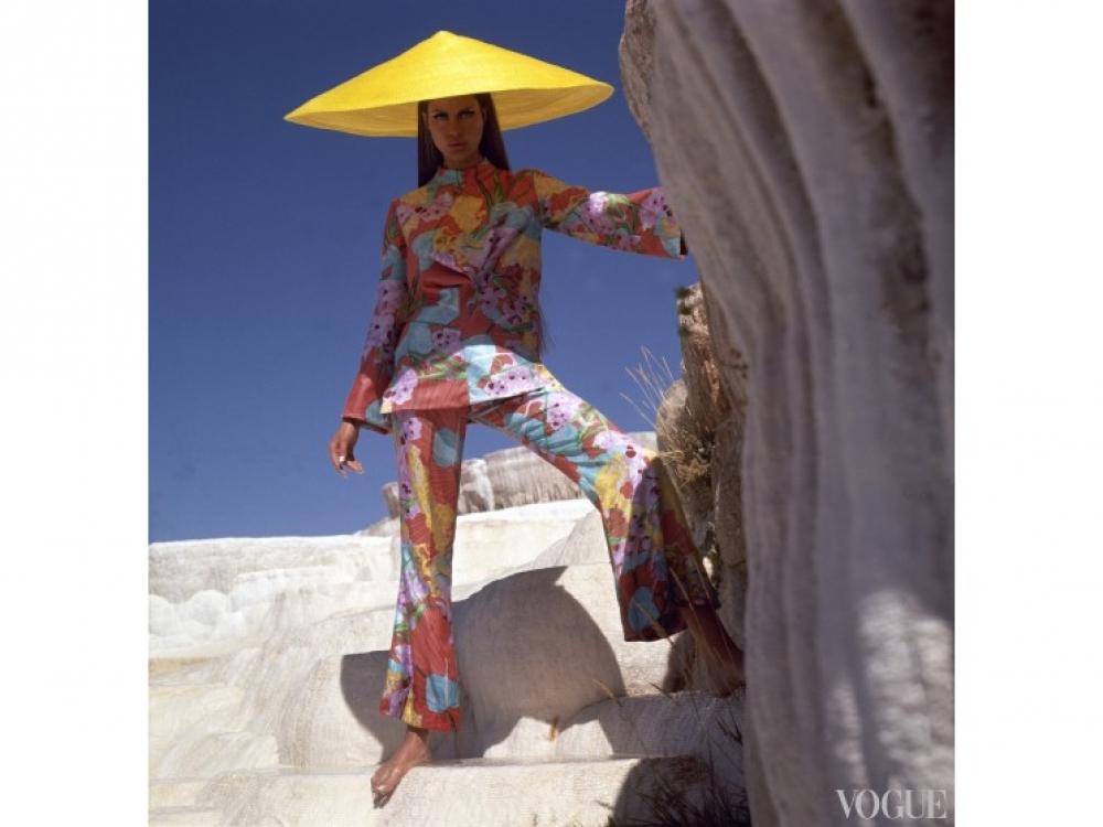 На модели: костюм, созданный Биллом Блассом для Maurice Rentner, декабрь, 1966 / Фото: Henry Clarke