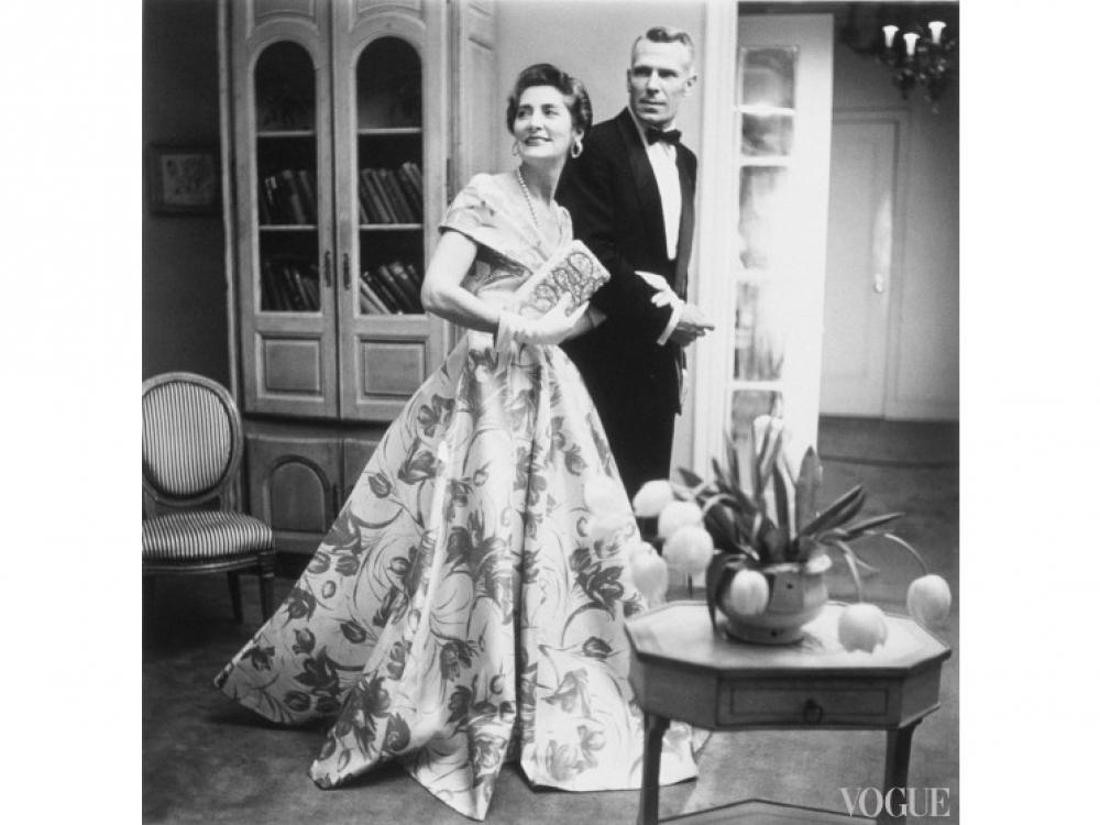 Миссис Экзетер в вечернем платье с цветочным принтом, апрель, 1954 год / Фото: Roger Prigent