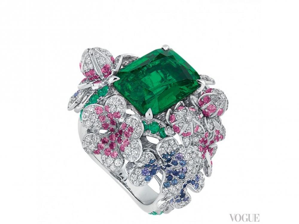 Кольцо Pr?cieuses Tr?fle, белое золото, платина, бриллианты, изумруды, розовые и фиолетовые сапфиры, Dior Fine Jewellery