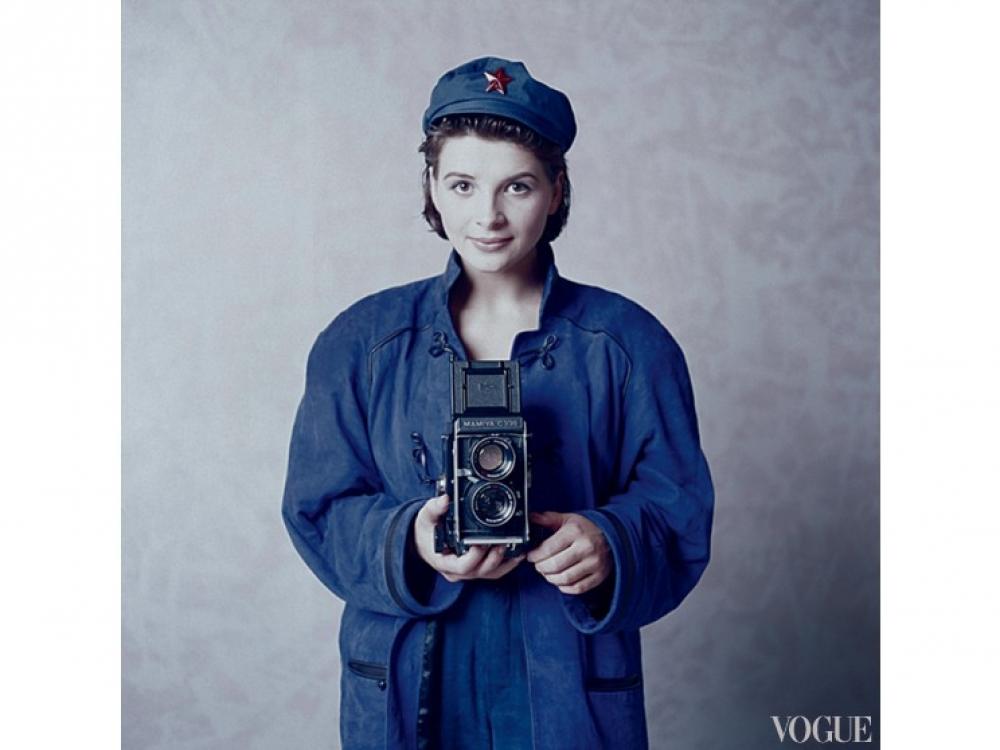 Жюльет Бинош в китайской рабочей рубахе, 1985