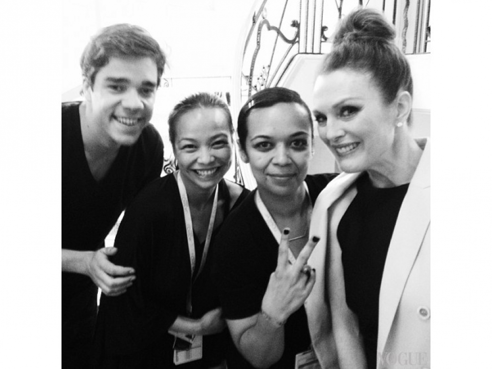 Джулианна Мур с командой L'Oreal Paris / @deestylista