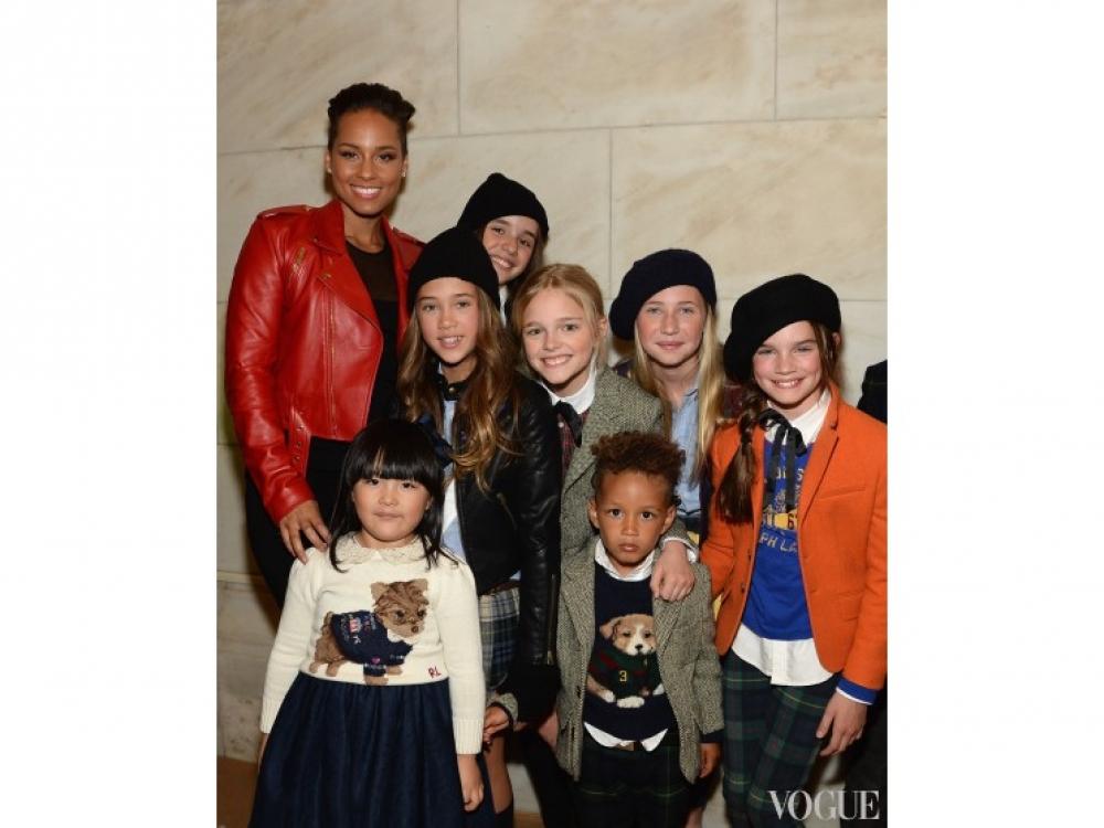 Алиша Кис с детьми-моделями на показе детской коллекции Ralph Lauren осень-зима 2014/2015