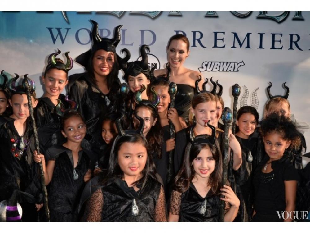 Анджелина Джоли с поклонниками