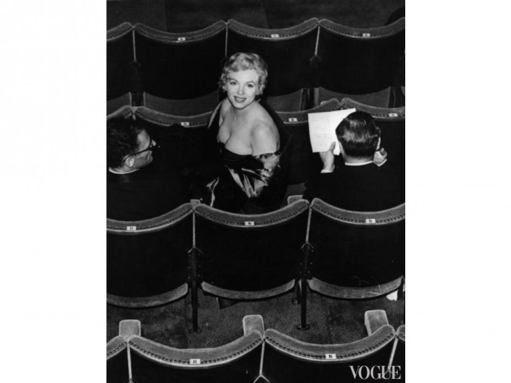 """Актриса на премьере пьесы """"Вид с моста Артура Миллера"""" в Лондоне (1956 год)"""
