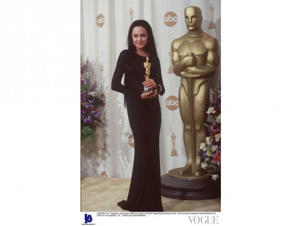 """Анджелина Джоли получает """"Оскар"""" за драму """"Прерванная жизнь"""""""