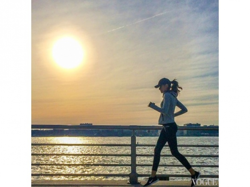 Изабель Гулар на пробежке
