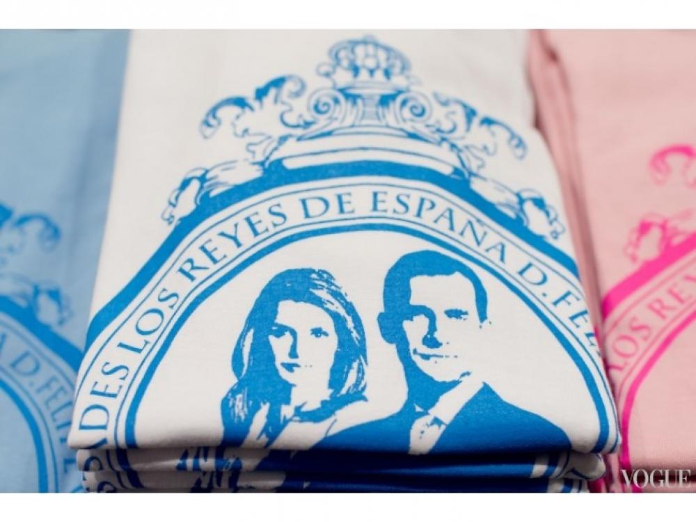 Пока Фелипе  VI клянется испанскому народу в верности, в сувенирных лавках туристы раскупают футболки с изображением короля