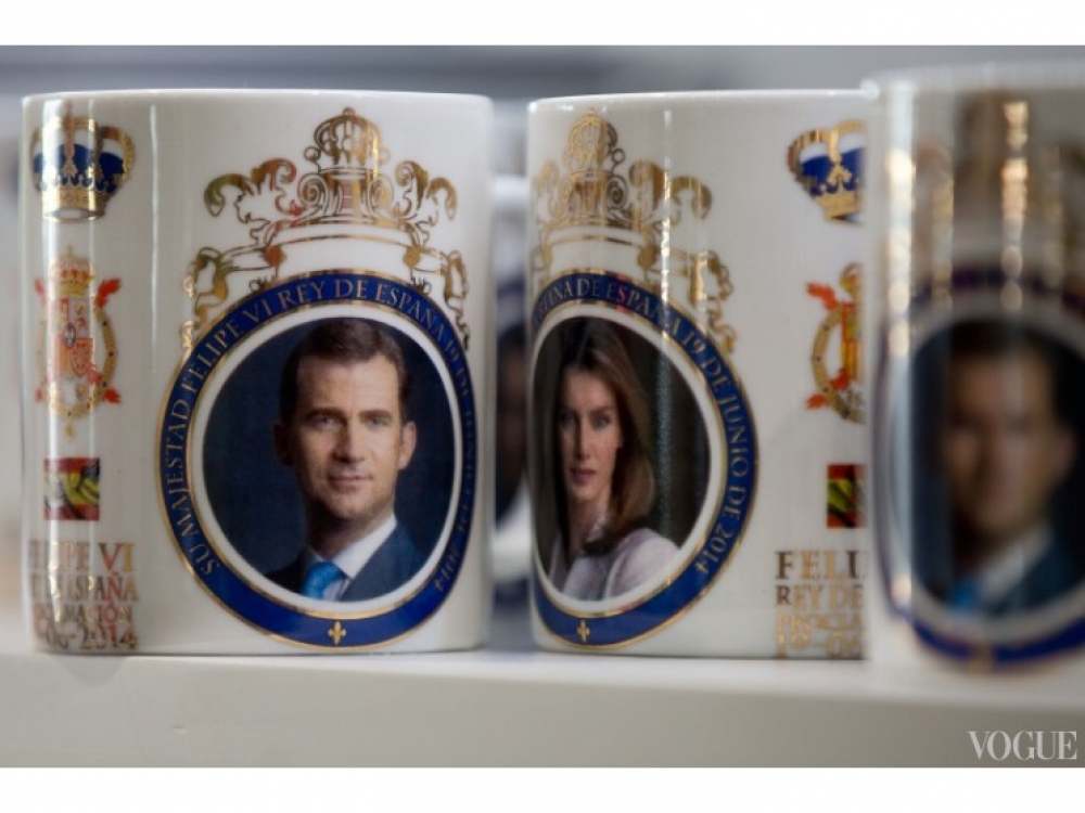 Пока Фелипе  VI клянется испанскому народу в верности, в сувенирных лавках туристы раскупают чашки с изображением короля