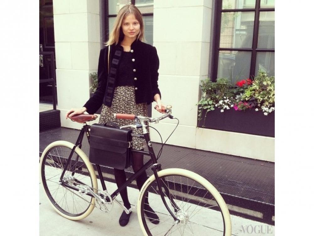 Магдалена Фраковяк отправилась за подарком своему бойфренду Даниэлю Кавалли и купила ему велосипед Adeline Adeline