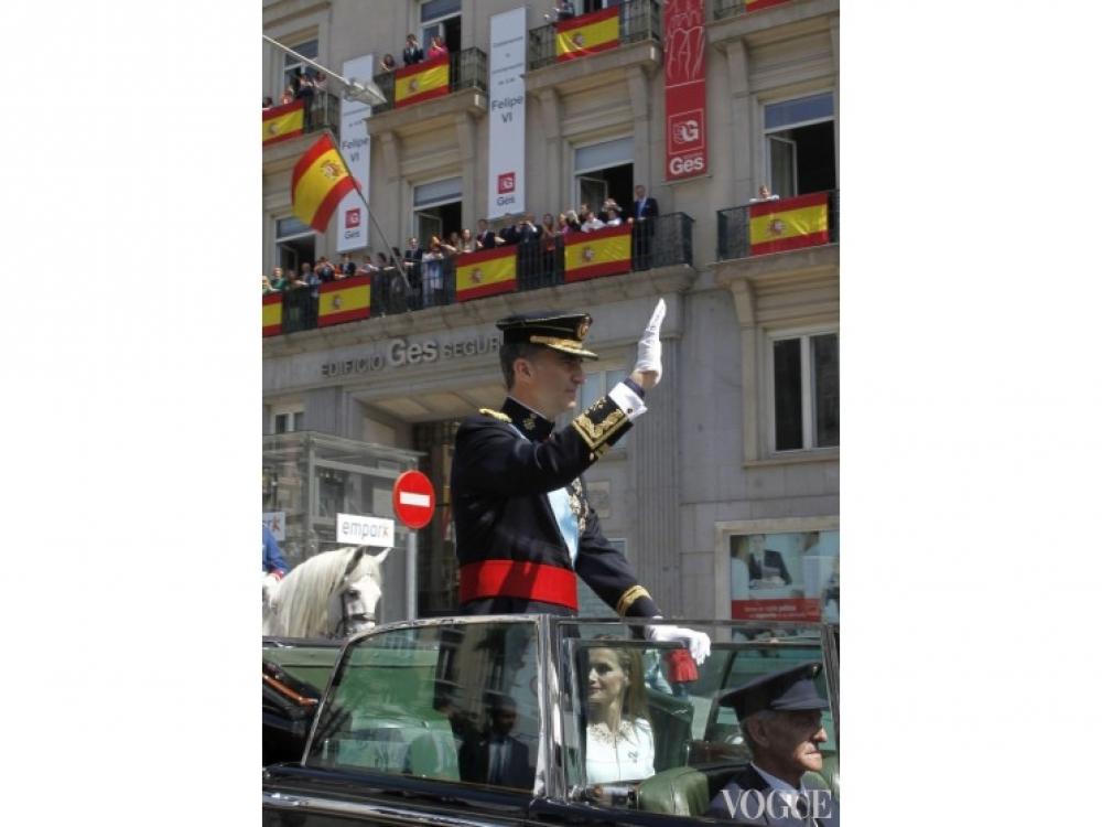 Поездка по улица Мадрида на открытом автомобиле - обязательная часть ритуала