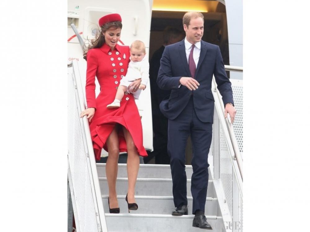 Первый день новозеландско-австралийского турне молодых монархов, новозеландский аэропорт Веллингтона, апрель 2014 года