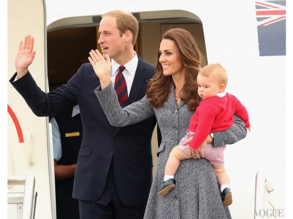 Кейт Миддлтон с принцем Георгом на руках перед отправкой в Великобританию. По окончании тура монархи прощаются с австралийцами, апрель 2014 года