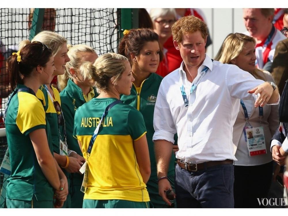 Принц Гарри с австралийской командой по хоккею на траве