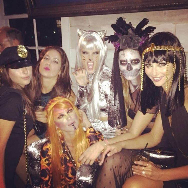 Алессандры Амбросио с подругами
